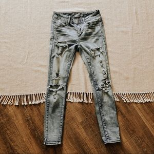 ☆ American Eagle ripped jeans